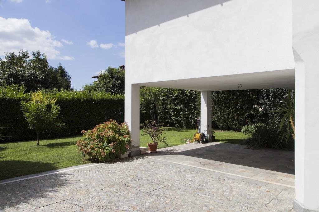 Gussago (BS) – Elegante villa singola con giardino in zona centrale - 5