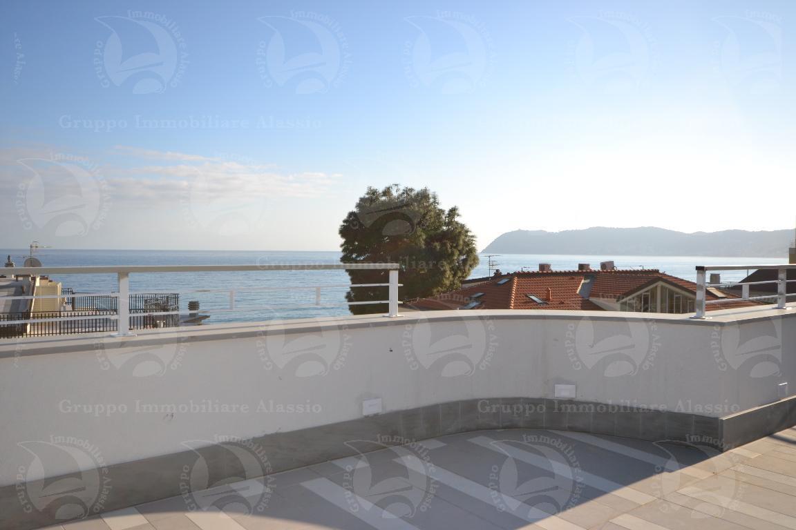 Alassio, nuovo attico vista mare vicino alla spiaggia