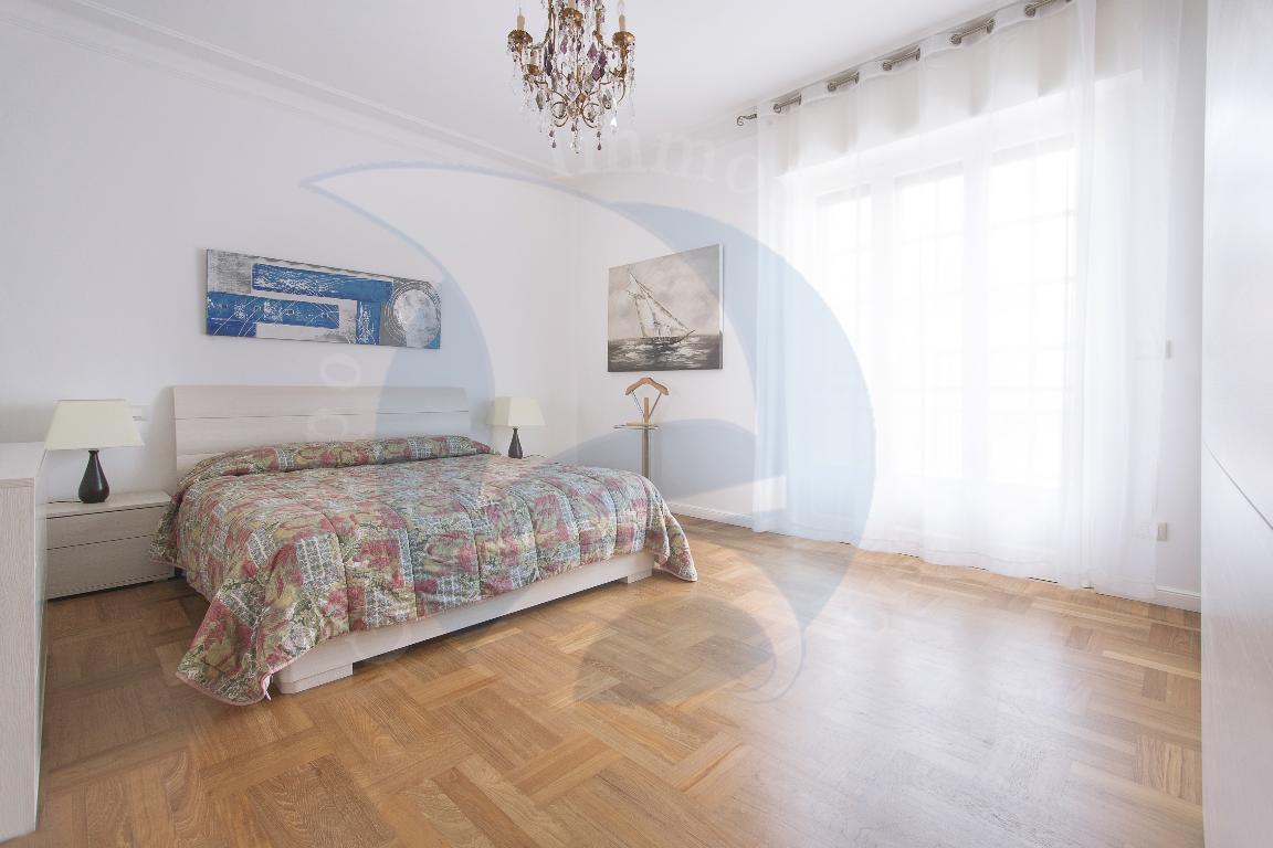 Alassio, grande appartamento con cantina e box auto doppio.
