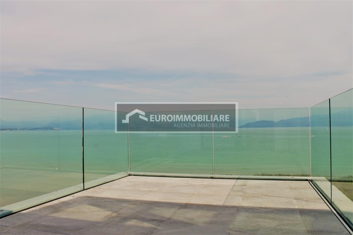 Attico / Mansarda in vendita a Peschiera del Garda, 6 locali, Trattative riservate | CambioCasa.it