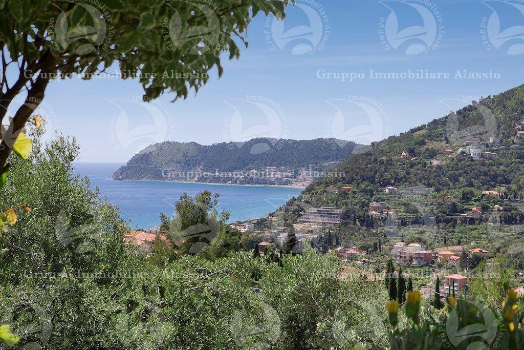 Villa con giardino e vista mare