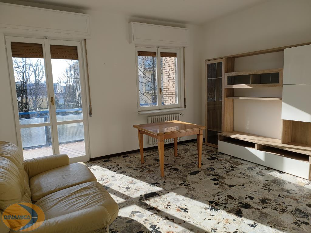Appartamento in affitto a Casatenovo, 4 locali, zona Località: Centro, prezzo € 700 | CambioCasa.it