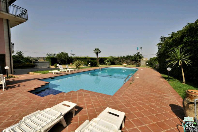 Villa in vendita a Caltagirone, 9 locali, prezzo € 820.000 | CambioCasa.it