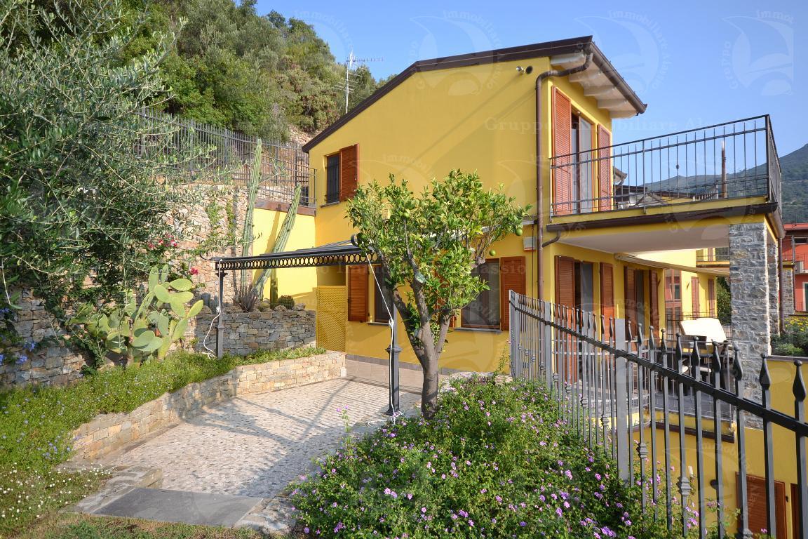 Lussuoso appartamento vista mare, ampi terrazzi, giardino, box