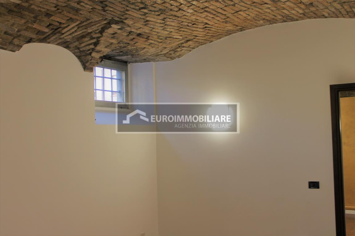 Ufficio / Studio in affitto a Desenzano del Garda, 3 locali, prezzo € 1.000 | CambioCasa.it