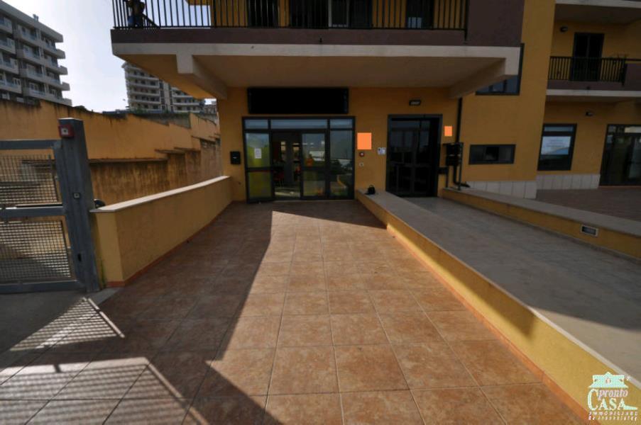 Immobile Commerciale in vendita a Ragusa, 9999 locali, zona Località: LE MASSERIE, prezzo € 290.000 | CambioCasa.it
