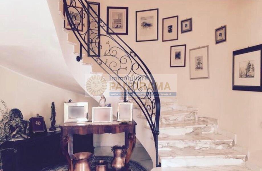 Rif. ATV149 Vendesi villa bifamiliare prestigiosa a Porto d'Ascoli