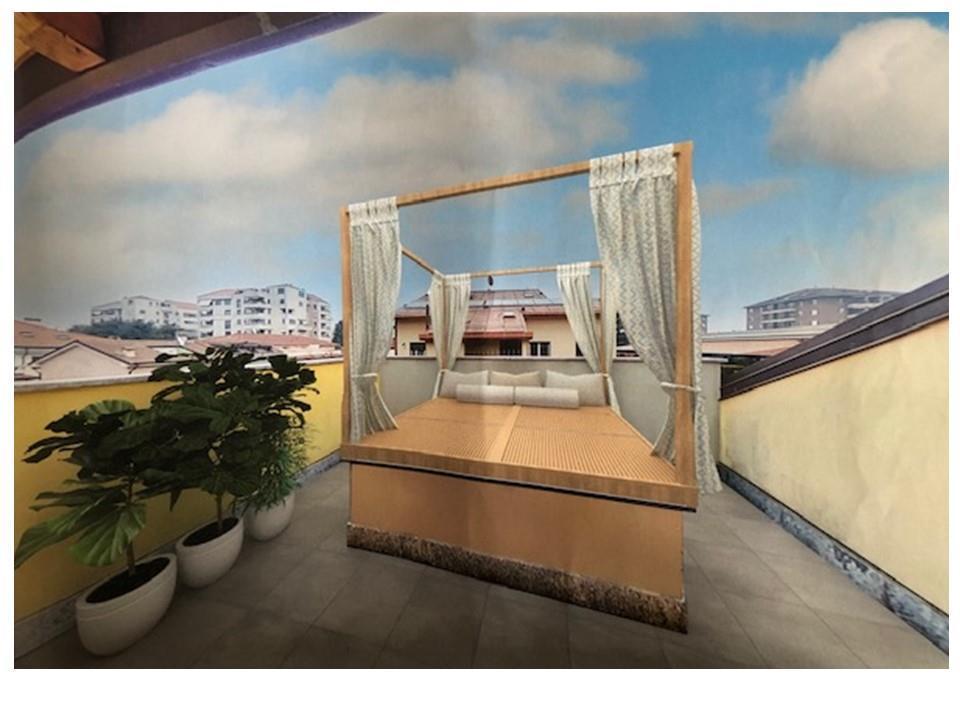 trilocale con balconi e terrazzino su due livelli