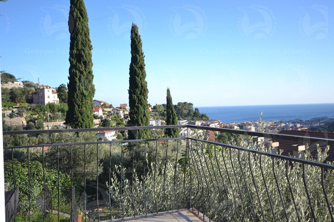 Alassio, appartamento vista mare con giardino
