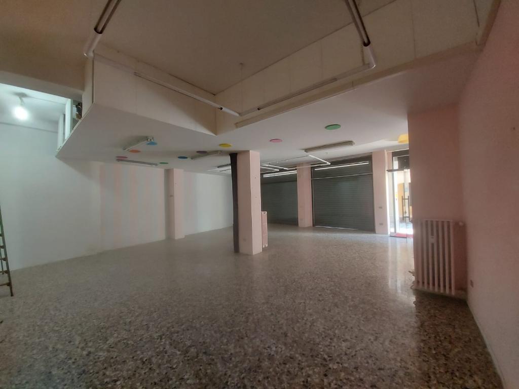 Negozio / Locale in affitto a Seregno, 1 locali, zona Località: Centro ztl, prezzo € 1.000 | CambioCasa.it