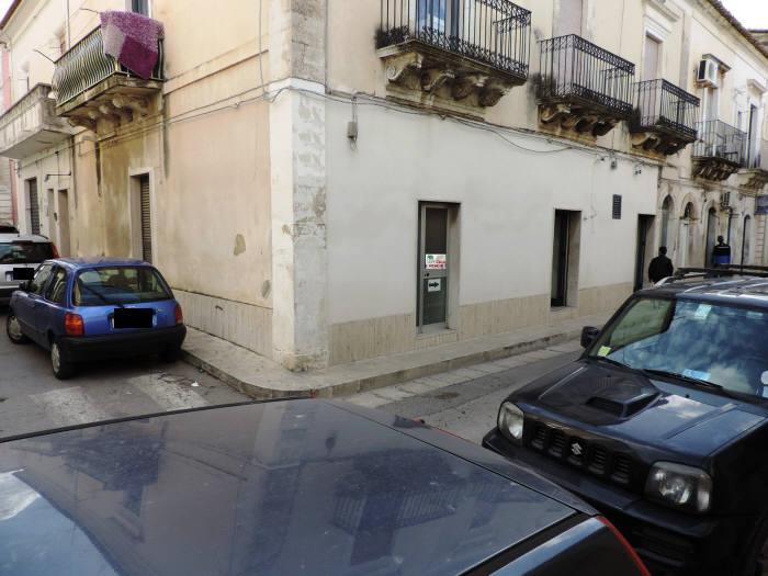 Immobile Commerciale in vendita a Santa Croce Camerina, 2 locali, zona Località: CENTRO, prezzo € 40.000   CambioCasa.it