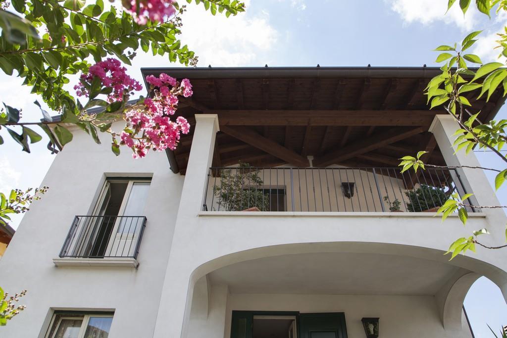 Gussago (BS) – Elegante villa singola con giardino in zona centrale - 1