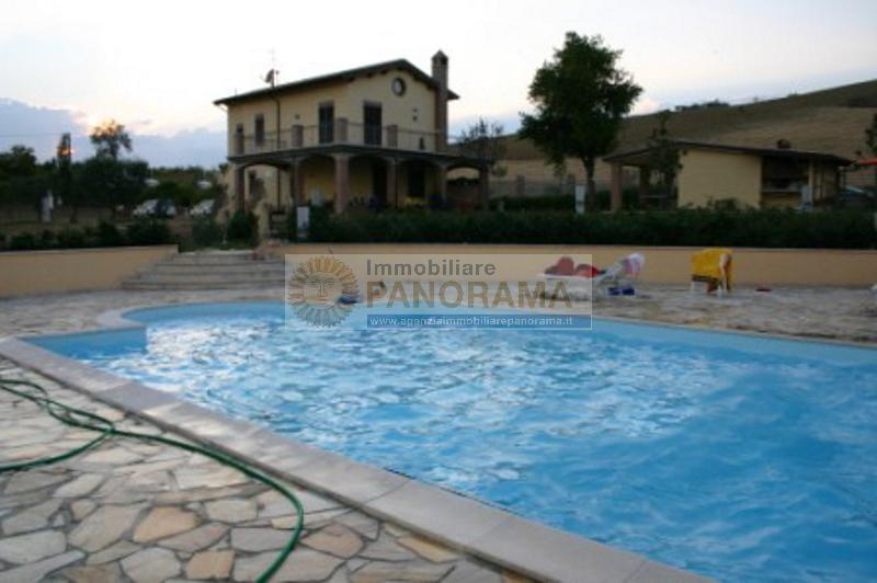 Rif. ATV222 Casale in vendita a Monteprandone con piscina