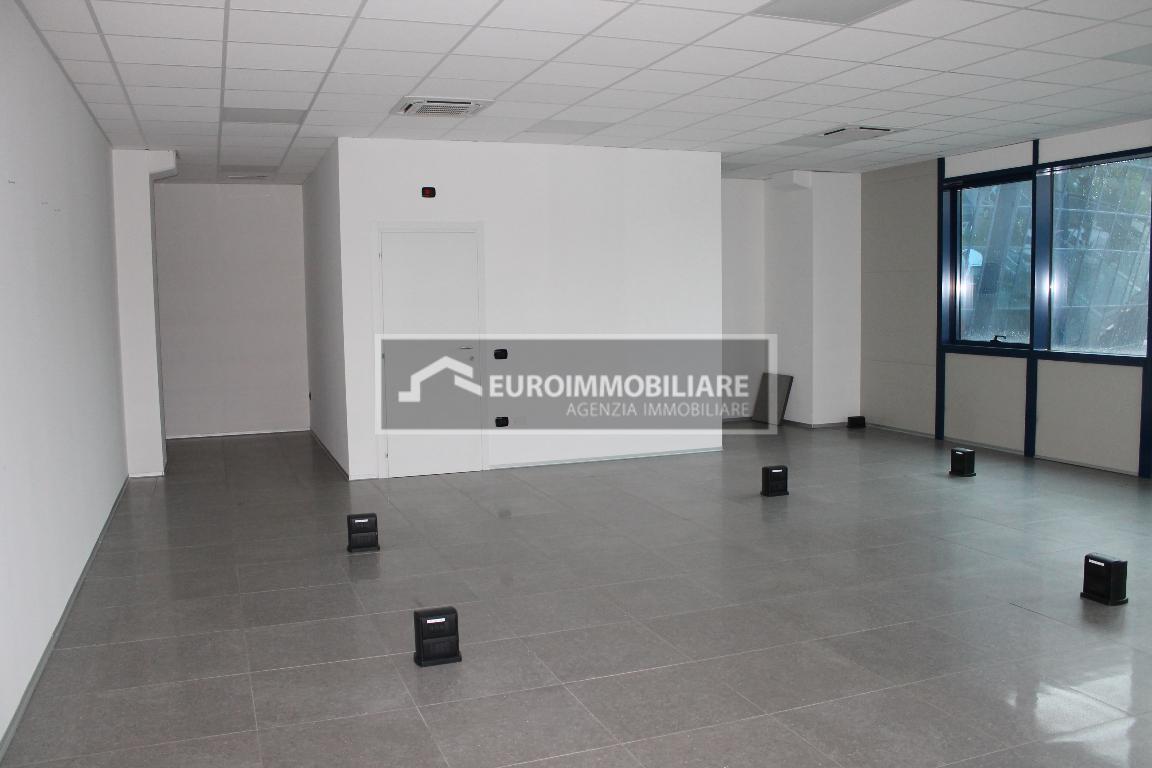 Ufficio / Studio in affitto a Desenzano del Garda, 1 locali, prezzo € 1.200 | CambioCasa.it