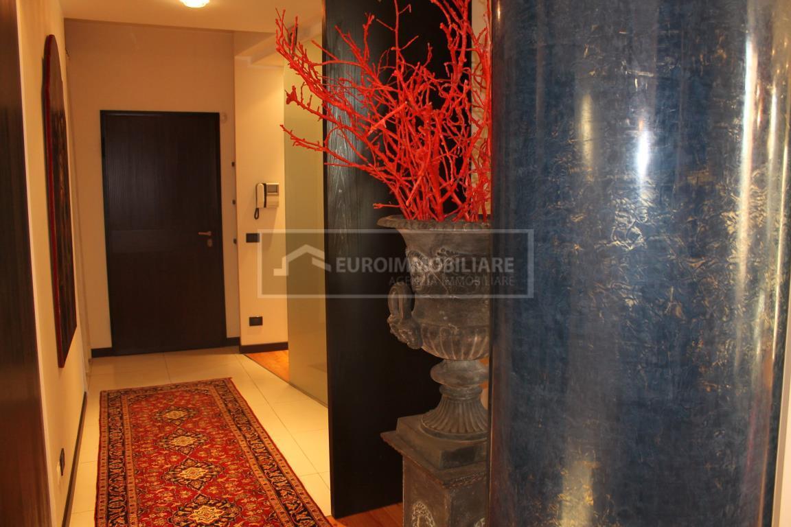 Appartamento in vendita a Desenzano del Garda, 5 locali, prezzo € 680.000 | CambioCasa.it