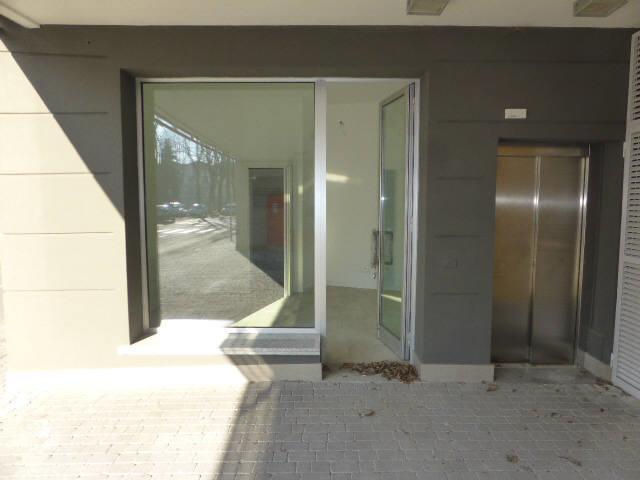Negozio / Locale in affitto a Meda, 1 locali, zona Località: Centro, prezzo € 420 | CambioCasa.it