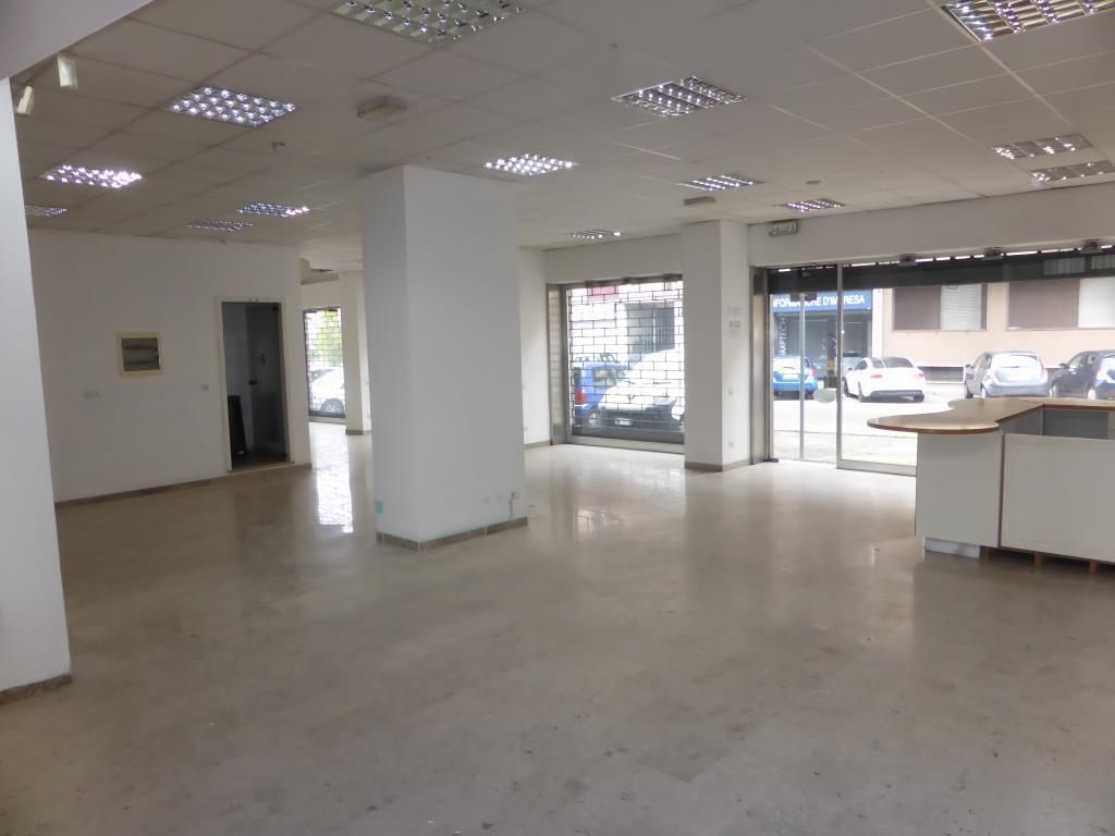 Negozio / Locale in affitto a Mariano Comense, 3 locali, zona Località: Vicinanze Centro - Verso Novedrate, prezzo € 2.166 | PortaleAgenzieImmobiliari.it