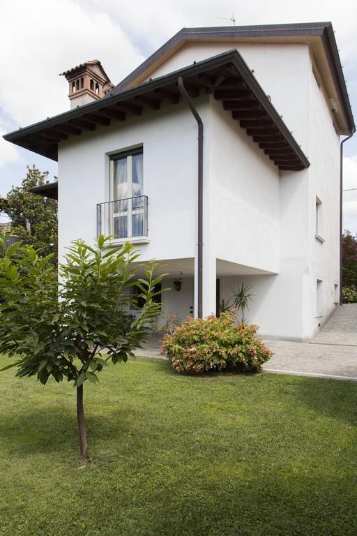 Gussago (BS) – Elegante villa singola con giardino in zona centrale - 4