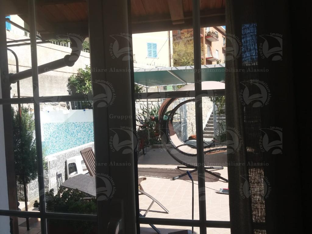 Alassio vendesi appartamento con terrazzo e ingresso indipendente