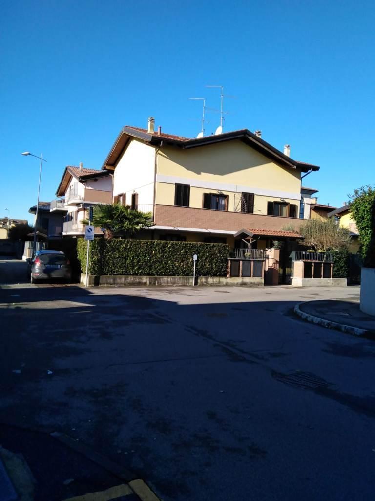Villa Bifamiliare in Vendita a Pozzo d'Adda