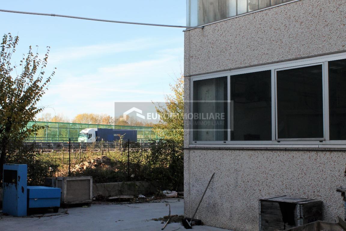 Capannone in vendita a Desenzano del Garda, 9999 locali, prezzo € 620.000 | CambioCasa.it