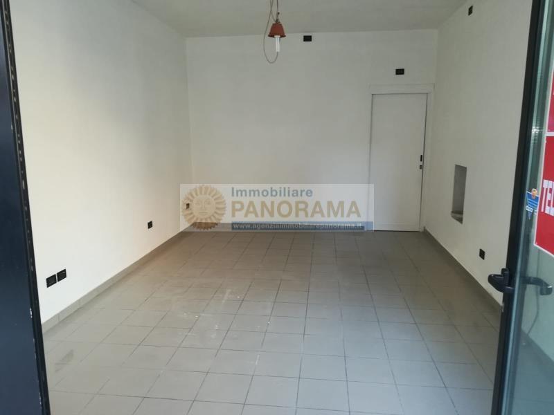 Rif. ATA158 Negozio in affitto a Porto d'Ascoli