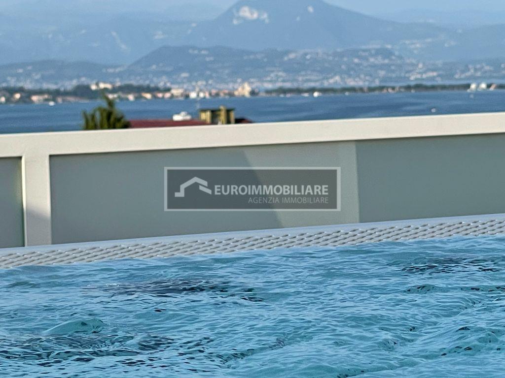 Attico / Mansarda in vendita a Desenzano del Garda, 5 locali, prezzo € 1.500.000 | PortaleAgenzieImmobiliari.it