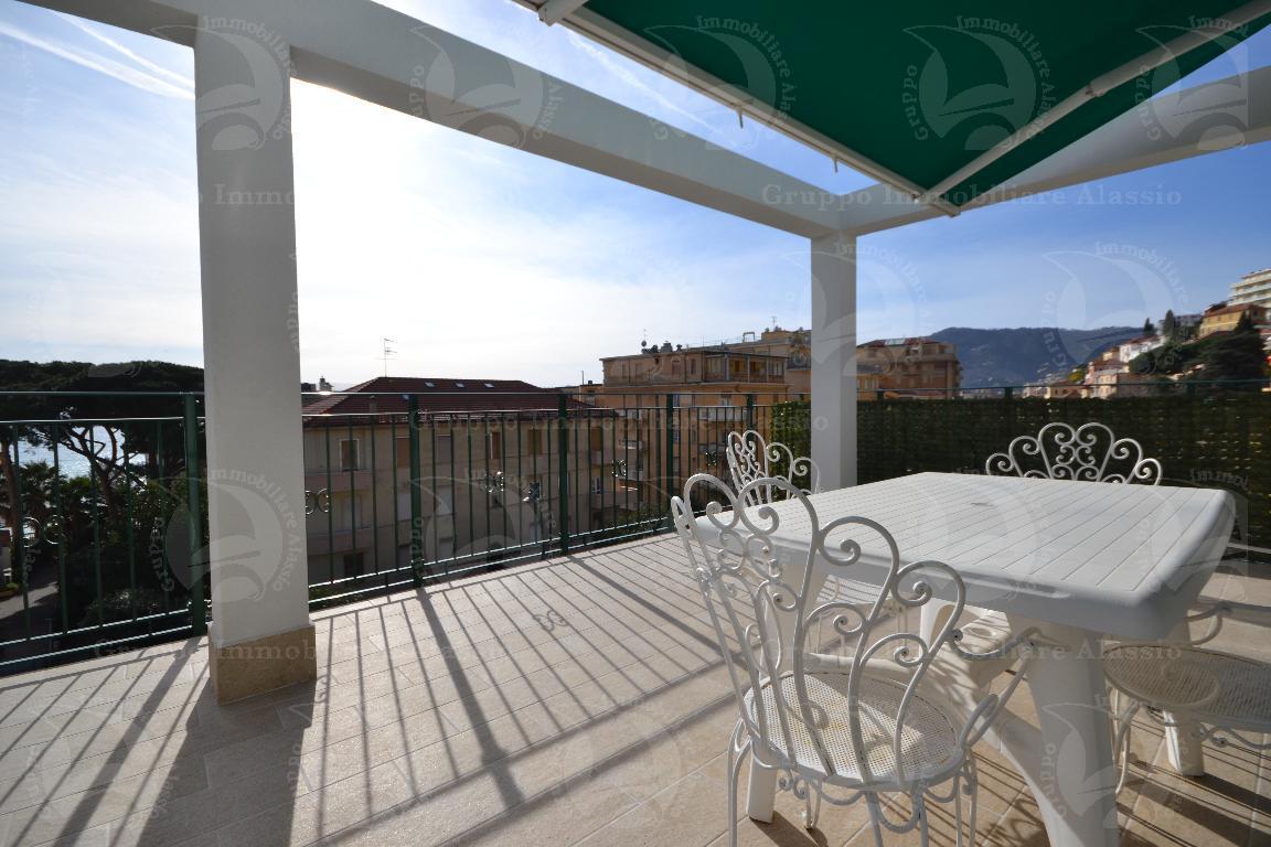 Alassio, bilocale con grande terrazzo in affitto turistico