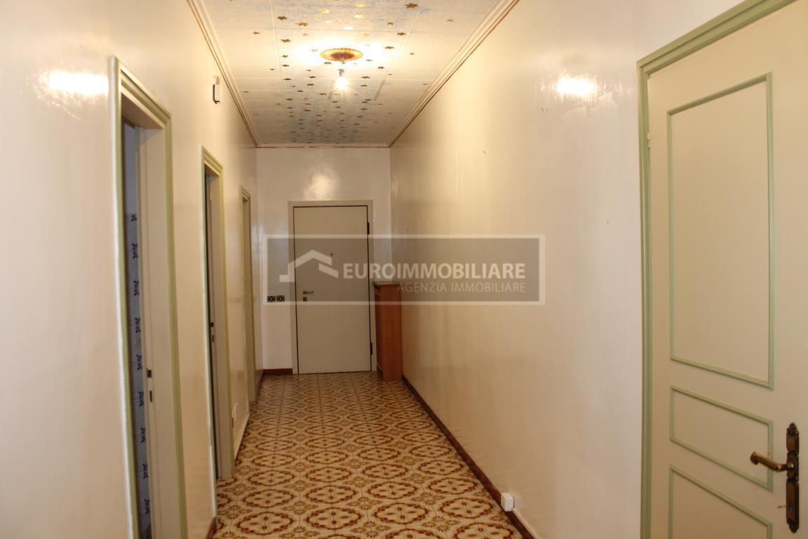 Appartamento in vendita a Desenzano del Garda, 5 locali, prezzo € 295.000 | CambioCasa.it