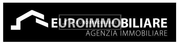 Appartamento in affitto a Desenzano del Garda, 5 locali, prezzo € 1.700 | CambioCasa.it