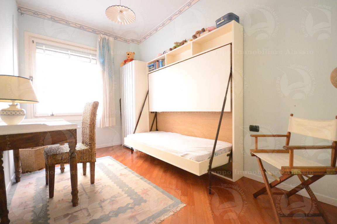Alassio, appartamento con terrazzo e ascensore