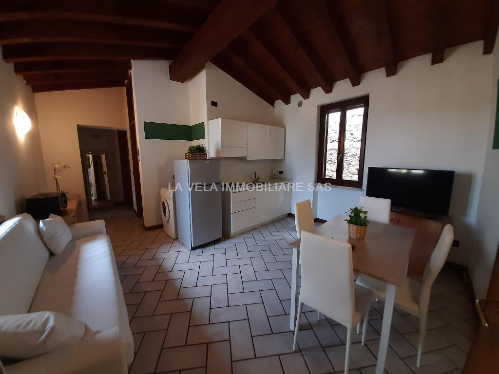 Appartamento in affitto a Moniga del Garda, 3 locali, prezzo € 600 | CambioCasa.it