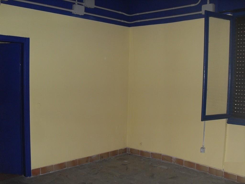Brescia 2 – Negozio di tre locali, due vetrine e portico uso esclusivo - 4