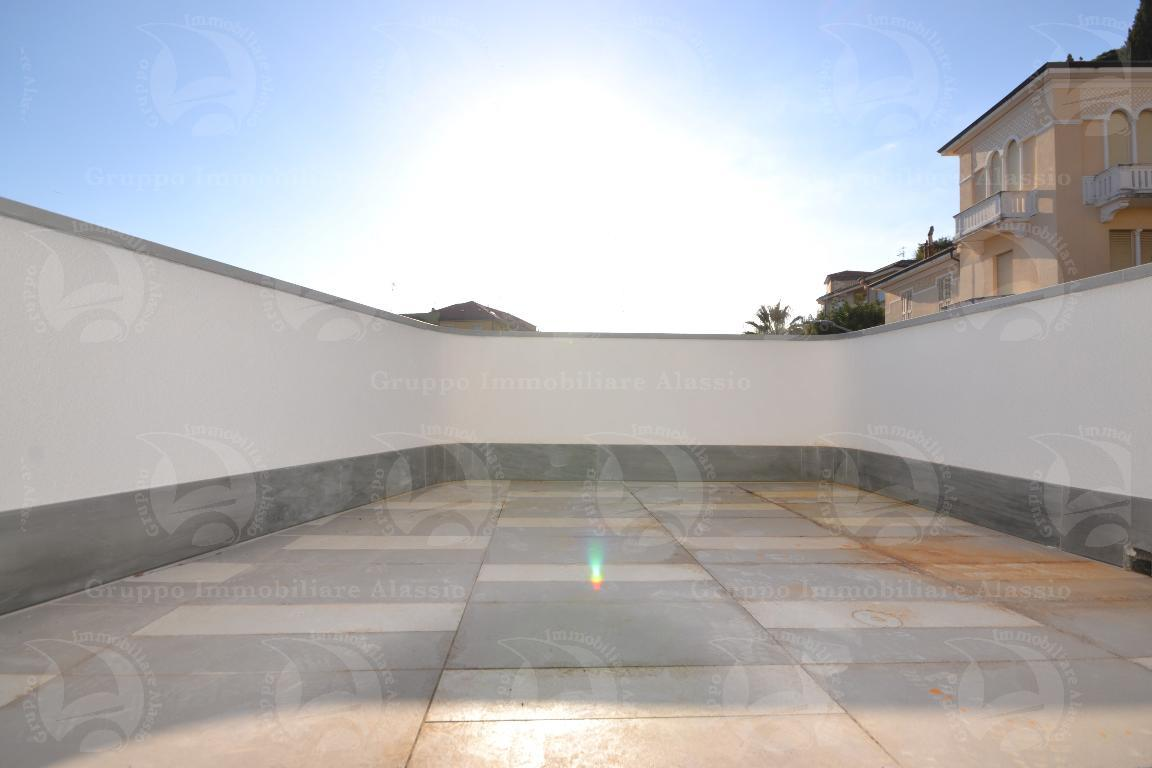 Alassio, nuovo bilocale vista mare con terrazzo