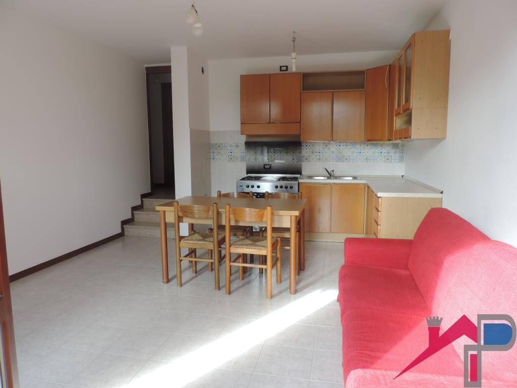 Appartamento in affitto a Caprino Bergamasco, 2 locali, prezzo € 500 | CambioCasa.it