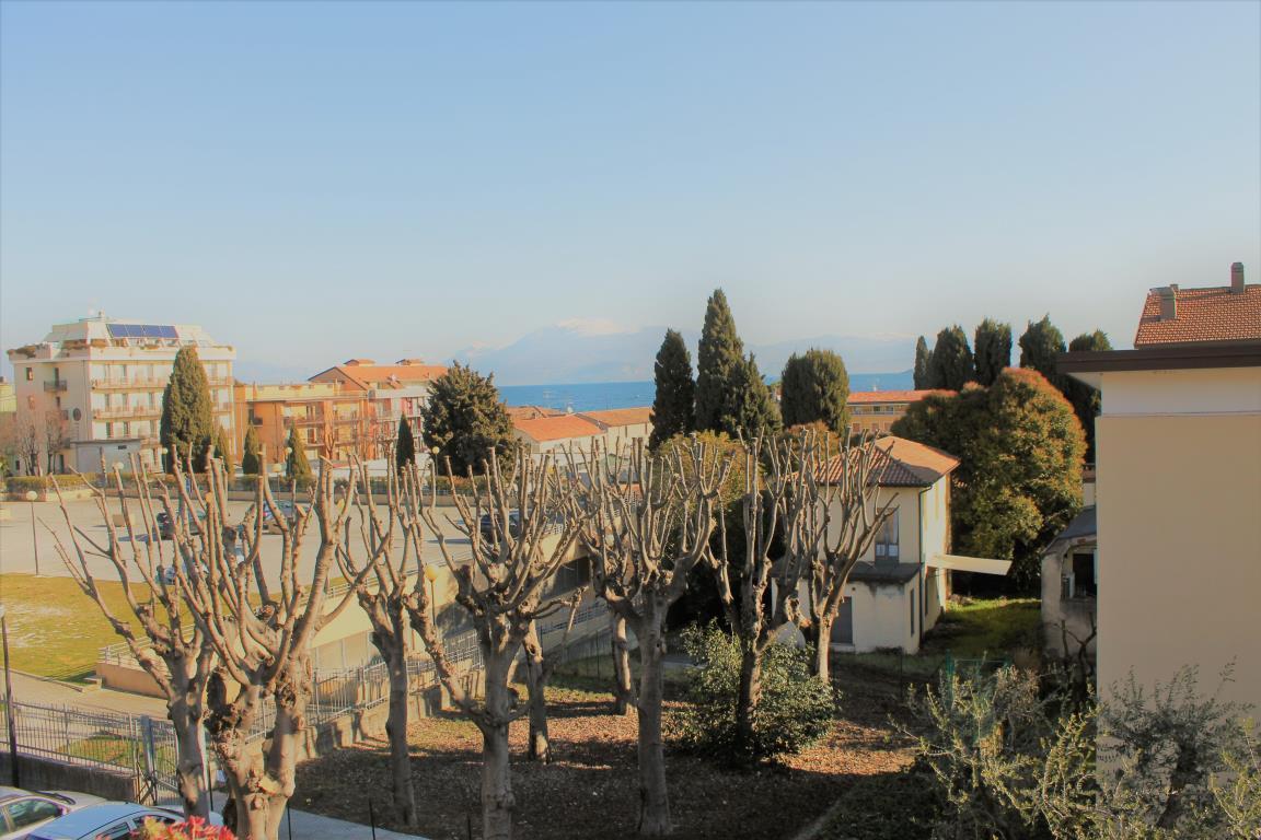Soluzione Indipendente in vendita a Desenzano del Garda, 8 locali, prezzo € 560.000 | CambioCasa.it