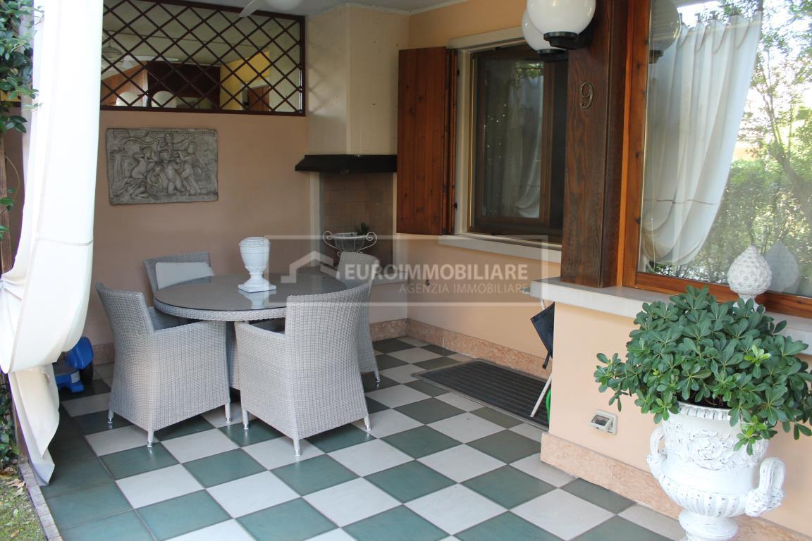 Appartamento in vendita a Desenzano del Garda, 5 locali, prezzo € 330.000 | CambioCasa.it