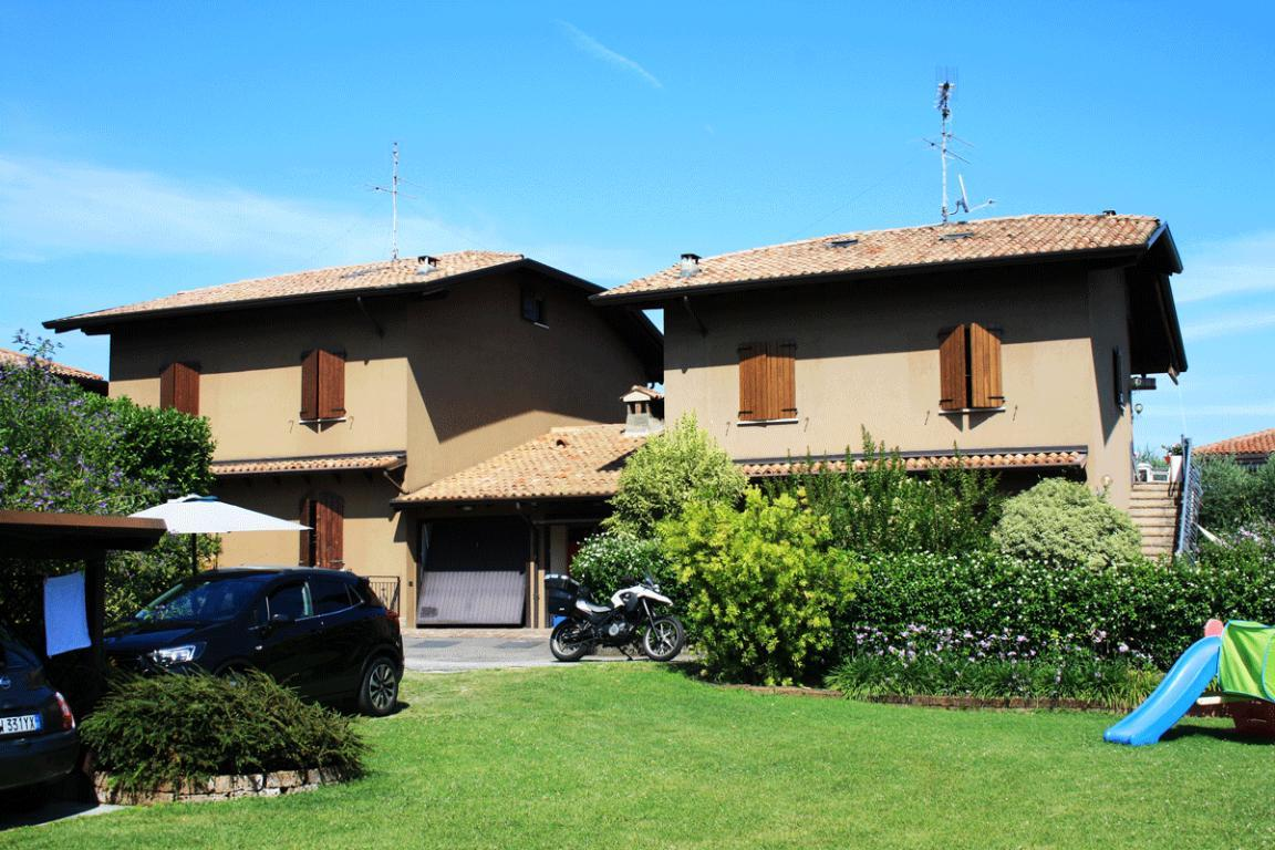 Due appartamenti in bifamiliare a Padenghe sul Garda