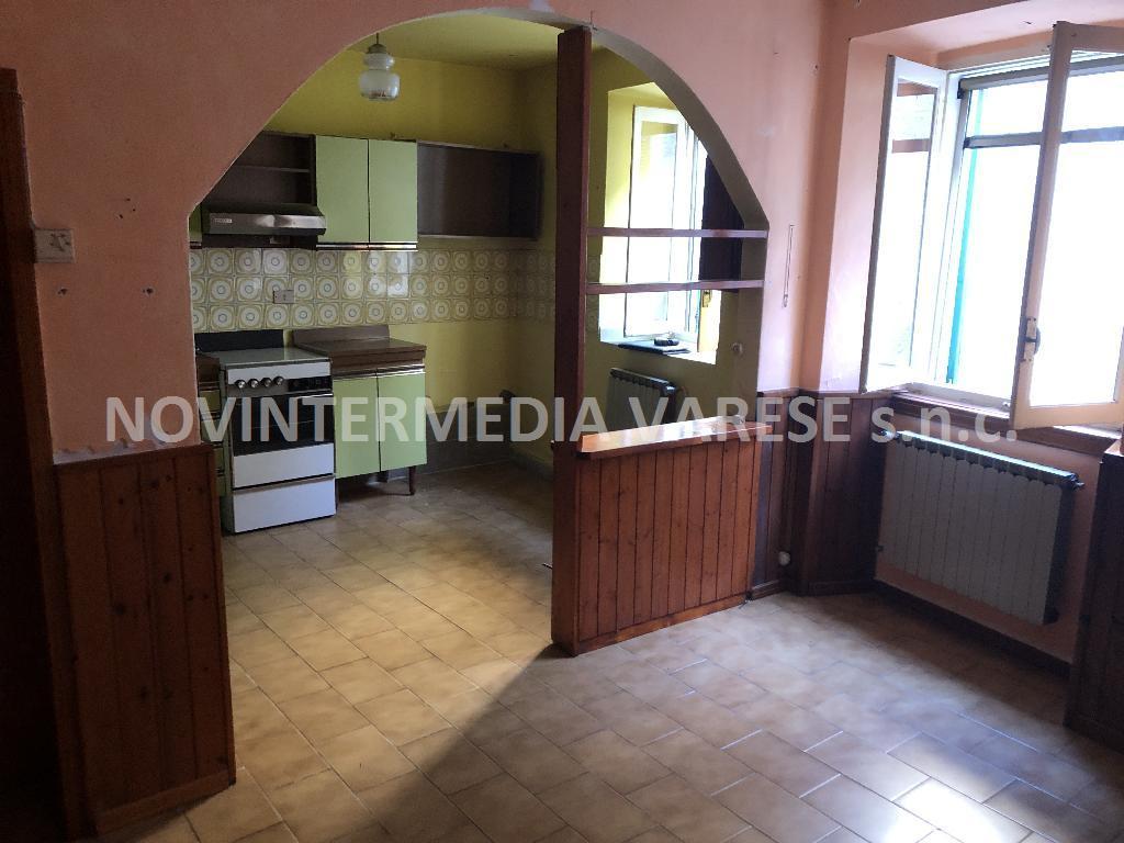 Appartamento in vendita a Azzio, 3 locali, prezzo € 35.000 | PortaleAgenzieImmobiliari.it