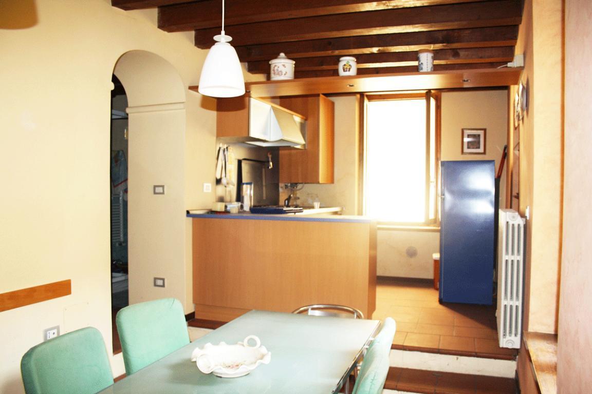 Trilocale vistalago in centro storico a Desenzano del Garda