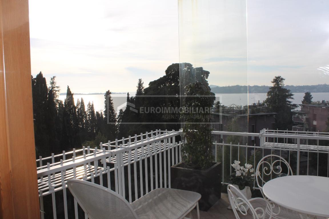 Appartamento in vendita a Gardone Riviera, 4 locali, prezzo € 520.000 | CambioCasa.it