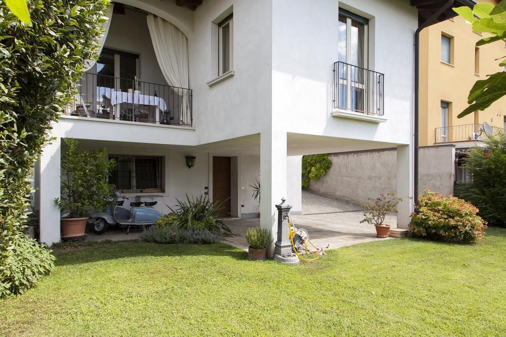 Gussago (BS) – Elegante villa singola con giardino in zona centrale - 2