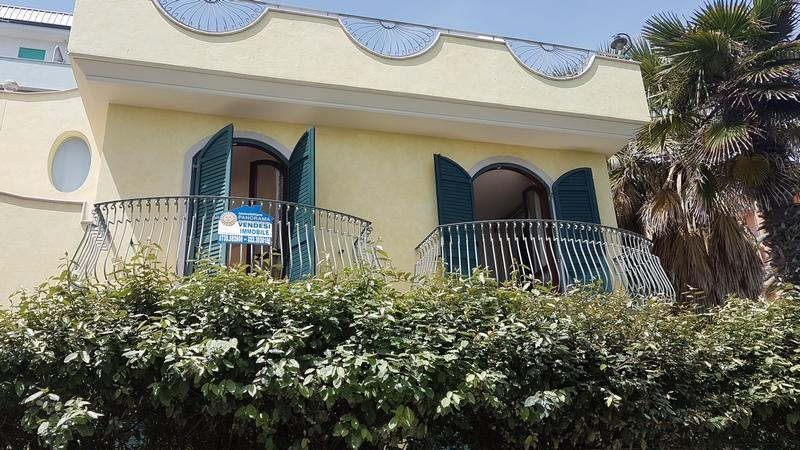 Villa in vendita a San Benedetto del Tronto in prima fila sul mare