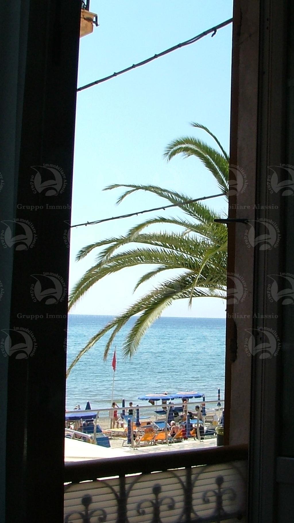 Alassio, piccolo bilocale sul mare con vista mare.