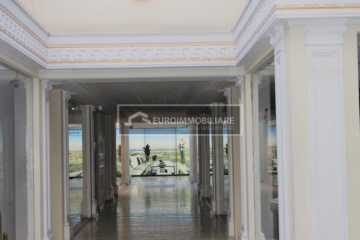 Appartamento in vendita a Desenzano del Garda, 2 locali, Trattative riservate | CambioCasa.it