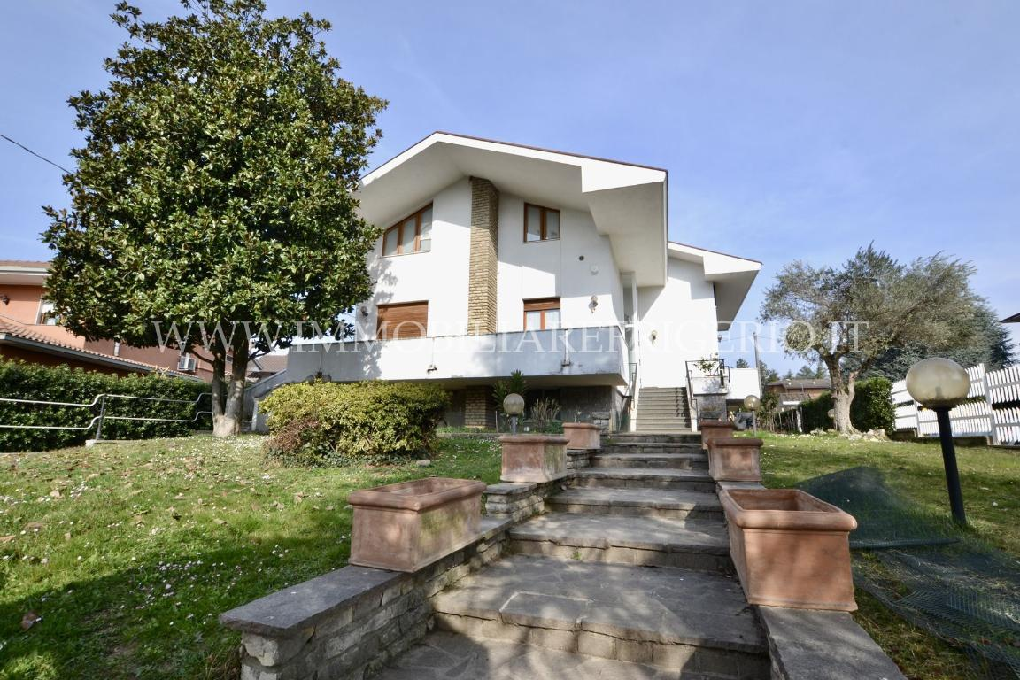 Vendita villa bifamiliare Calusco d'Adda superficie 500m2