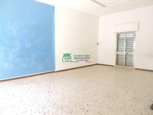 Immobile Commerciale in vendita a Santa Croce Camerina, 1 locali, zona Località: CENTRO, prezzo € 50.000   CambioCasa.it
