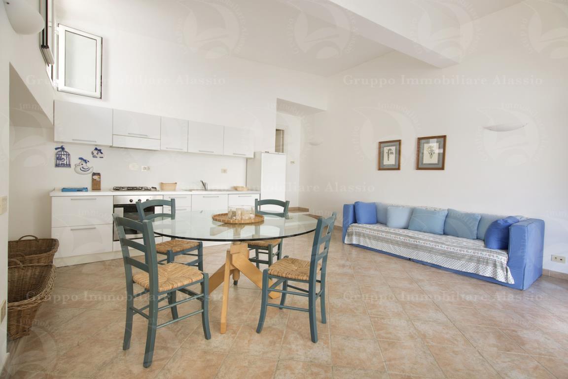 alloggio indipendente con terrazzo e piscina