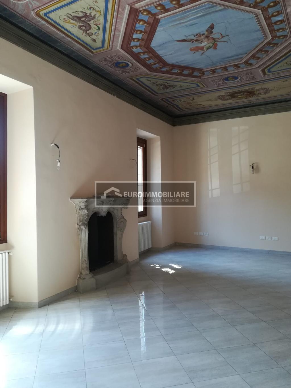 Ufficio / Studio in affitto a Desenzano del Garda, 4 locali, prezzo € 1.600 | CambioCasa.it