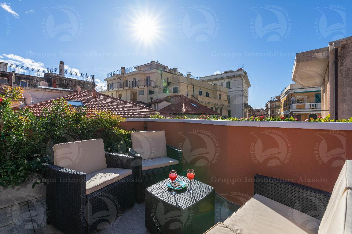 Alassio, charme e terrazzi a 30 metri dal mare